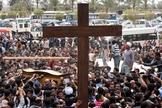 Multidão de cristãos coptas do Egito. (Foto: Reprodução/Getty)