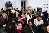 """Com estátua escrito """"deus"""" com coroa com inscrição """"aborto"""", grupo abortista se reúne em Nova York. (Foto: Reprodução/Instagram)"""