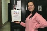 Brianna Farris criou um espaço no armário da escola para colegas depositarem pedidos de oração. (Foto: Fox News)