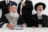 Rabino-chefe sefardita, Shlomo Amar, e rabino-chefe asquenazita, Yona Metzger, no Muro das Lamentações em 2012. (Foto: Uri Lenz/Flash90)