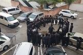 Entrada da congregação messiânica de Beit Hallel bloqueada por ultraortodoxos. (Foto: Reprodução / Beit Hallel)