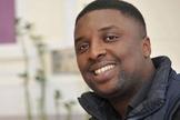 Mo Timbo exerceu seu chamado quando esteve preso por porte de drogas. (Foto: Reprodução / Premier)