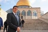 Amit Halevi, membro do Knesset, o parlamento de Israel, em frente o Monte do Templo. (Foto: Rotter)