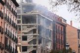 Um prédio danificado foi fotografado em Madri na quarta-feira, depois que uma forte explosão abalou o prédio. (Foto: Reprodução / CNN)