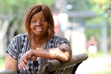 Kechi Okwuchi sobreviveu a uma queda de avião em 2005 na Nigéria. (Foto: Daily Word)