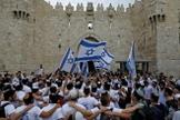 Celebração do dia de Jerusalém, na Cidade Velha em Jerusalém. (Foto: Reprodução / Menahem Kahanaafp)