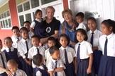 Alunos da Fundação Just Let Me Learn parceiro do Bibles For The World que promove educação cristã em vilarejos remotos na Índia. (Foto: Reprodução / JLM)