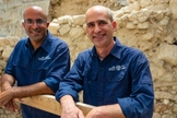 Dr. Joe Uziel e Ortal Chalaf da Autoridade de Antiguidades de Israel. (Foto: Yani Berman/Autoridade de Antiguidades de Israel)