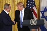 Presidente americano Donald Trump recebeu o premiê israelense Benjamin Netanyahu na Casa Branca. (Foto: Win McNameer/Getty Images)