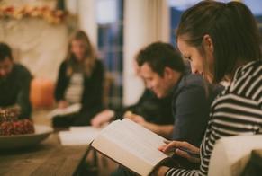 Nova geração é mais aberta à fé do que as mais velhas, diz pesquisa. (Foto: Reprodução)