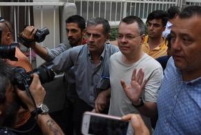 Pastor Andrew Brunson participou de uma audiência em um tribunal turco, no dia 18 de julho. (Foto: Reuters)