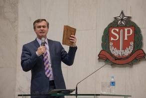 Luiz Hermínio em discurso na Assembleia Legislativa do Estado de São Paulo. (Foto: Guiame/Marcos Paulo Correa)