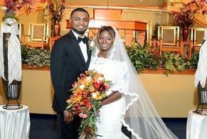Ronald e Fetima se apaixonaram e se casaram, após uma forte identificação entre suas histórias. (Foto: God Reports)