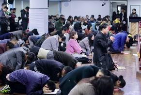 Igreja durante adoração a Deus, na China. (Foto: Reprodução/Steve Childers)
