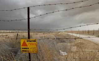 Minas foram implantadas na área ao longo do rio Jordão na década de 1970. (Foto: Debbie Hill/UPI/Alamy)