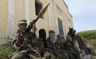 Terroristas do Al-Shabab. (Foto: REUTERS/FEISAL OMAR