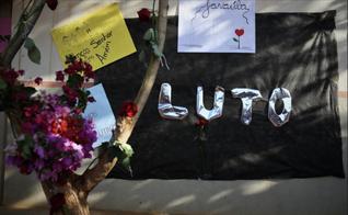 Centenas de pessoas fizeram homenagens às vítimas do incêndio na escola de Janaúba. (Imagem: Captura de Tela)