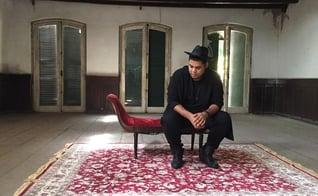 O cantor já prepara seu novo single em dueto com Michele Nascimento. (Foto: Divulgação).