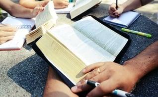 Estudo Bíblico. (Foto: Religião - Cultura Mix)