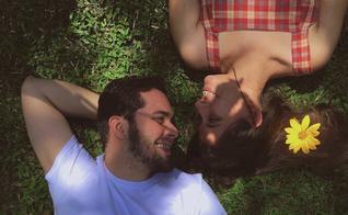 Lucas e Ramona namoraram por seis anos até se casarem. (Foto: Reprodução).