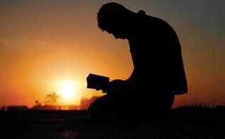 Imagem ilustrativa. Muçulmano se rendeu a Cristo após ver as mãos de Jesus curando seu corpo. (Foto: Reprodução)