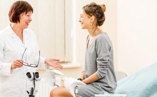 A consulta regular com o ginecologista é fundamental para tirar dúvidas. (Foto: Reprodução)