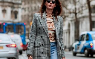 Combinar jeans com um blazer xadrez irá deixar seu look versátil e fashionista. (Foto: WGSN)