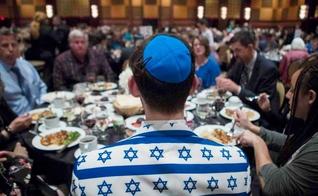 Judeu messiânico na congregação Beth Messiah Synagogue, nos EUA. (Foto: Marie D. De Jesus/Houston Chronicle)