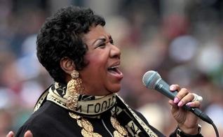 Aretha Franklin, durante uma apresentação em Detroit em 2011. (Foto: JEFF KOWALSKY / EFE)