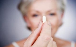 A reposição de hormônios não é exclusiva para o período da menopausa. (Foto: Reprodução)