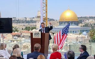 Mario Bramnick discursa entre líderes da Casa Branca durante a inauguração da embaixada dos EUA em Jerusalém. (Foto: LCI Global)