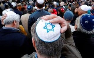 Judeus participam de mobilização contra o antissemitismo na Alemanha. (Foto: Fabrizio Bensch/Reuters)