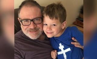 Jeff Younger (esquerda) e seu filho James. (Foto: Save James)