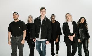 """O grupo Elevation Worship está lançando seu novo álbum """"Tumbas a Jardines"""". (Foto: Divulgação)"""