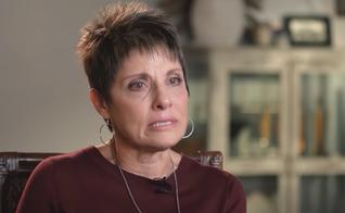 A norte-americana Joanne Moddy conta seu testemunho. (Foto: 700 Club Interactive/YouTube)