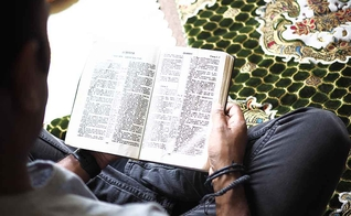 Muçulmano se infiltra em culto para matar cristão e se rende a Jesus. (Foto: Open Doors USA)