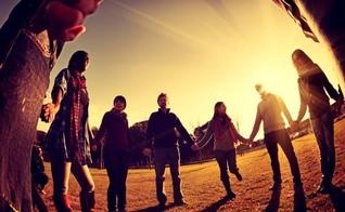 Depois de falar de nosso compromisso com Deus, a ênfase recai, agora, em nosso relacionamento com o próximo
