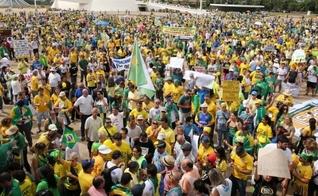 Milhares de brasileiros protestaram neste domingo