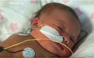 A pequena Gabriella ficou entubada durante dois dias. (Imagem: Youtube)