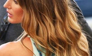Gisele Bündchen tem o cabelo marcado por ondas naturais. (Foto: Reprodução)