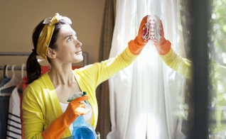 O ideal é aliar a faxina a uma boa alimentação e aos exercícios físicos. (Foto: Reprodução)