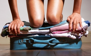 Você tem dificuldades em organizar sua mala? Confira dicas de viajantes experientes. (Foto: Reprodução)