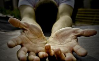 Mãos estendidas. (Foto: Chamada)