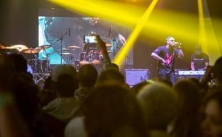 Ton Carfi cantando no palco da Expo Vale Cristã 2015. (Foto: Marcelo Kodato)