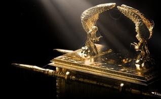 Imagem ilustrativa da Arca da Aliança, conforme descrição bíblica. (Foto: Fer Gregory/Shutterstock)