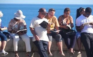 Cristãos cubanos se reúnem para a leitura anual da Bíblia em 'Malecón'. (Foto: Divulgação/GNA)