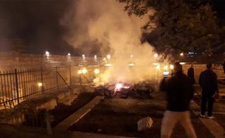 Uma das estruturas do Monte do Templo, em Jerusalém, foi tomada por chamas. (Foto: Reprodução/Twitter)