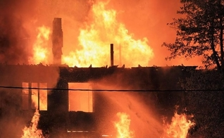 Igreja cristã incendiada na Etiópia. (Foto: Reprodução/Keep the Faith)
