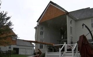 Casa fica destruída após passagem do furacão Isaías. (Foto: Reprodução / GOD TV)