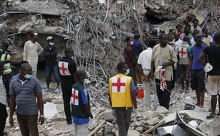 Escombros da Igreja da Prosperidade que desabou na terça-feira (20), em Gana. (Foto: Reprodução / News Central Africa)
